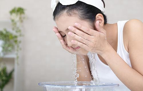 水素水で洗顔